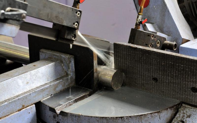 Taglio di precisione con segatura automatica